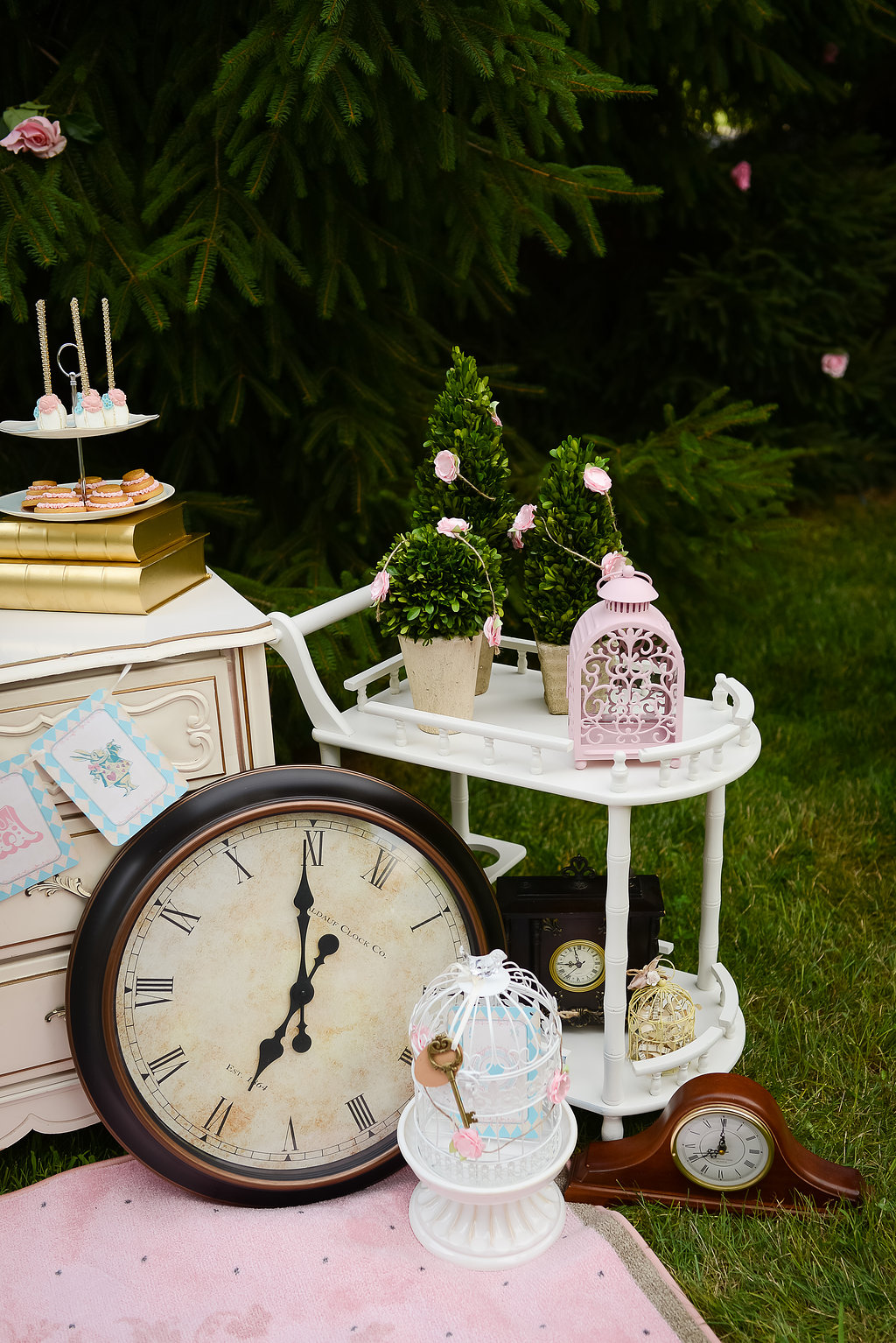 A mad hatter tea sweetly chic events design - Alice in wonderland tea party decorations ...