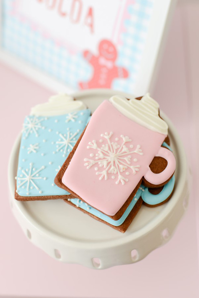 pink and blue hot cocoa mug cookie