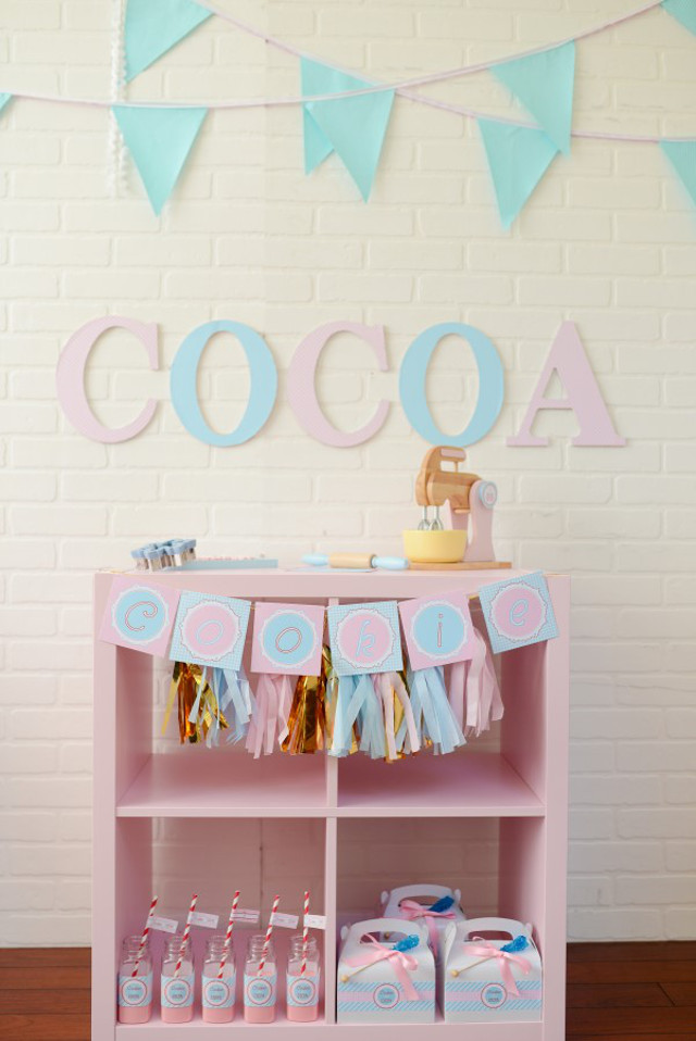 pink and blue hot cocoa bar