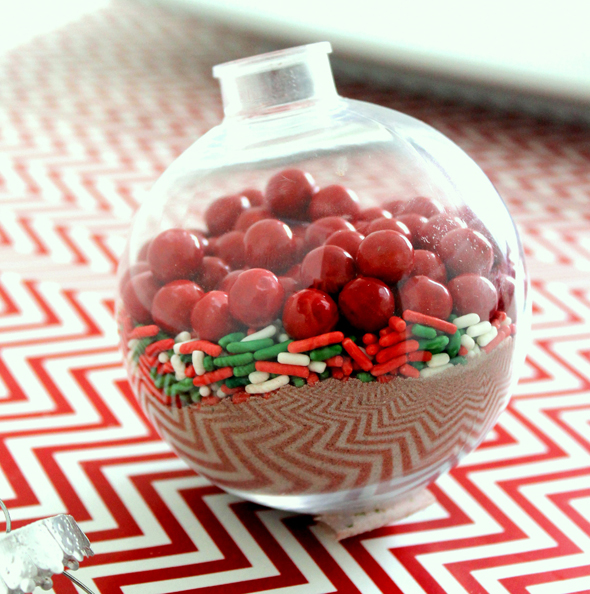Giveaways For Christmas Party: DIY Hot Chocolate Ornament