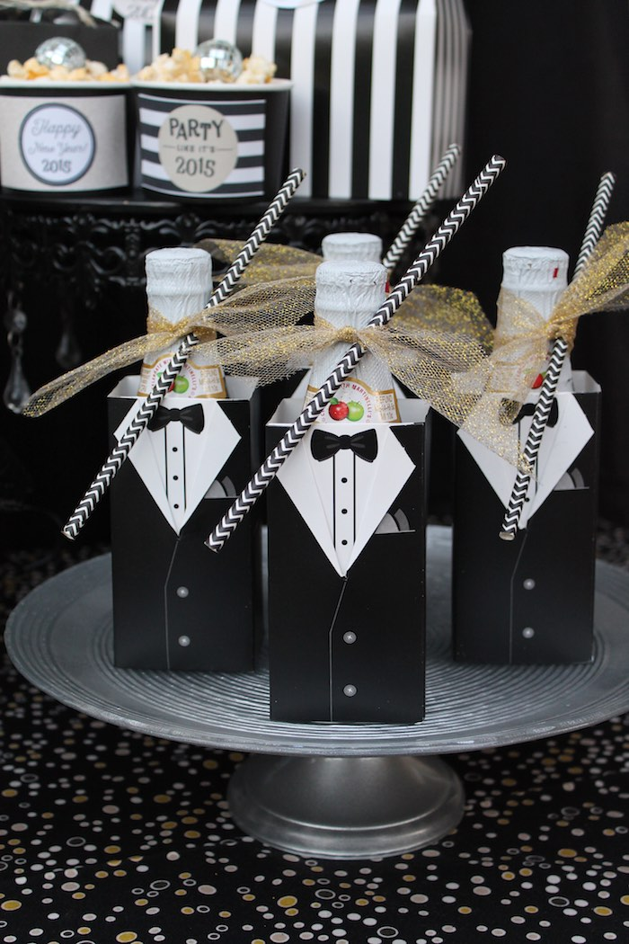 Sweetly feature kid friendly new year 39 s eve party - Black silver and white party decorations ...