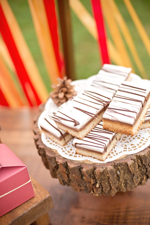 desert on a wood slab at a vintage glam christmas party