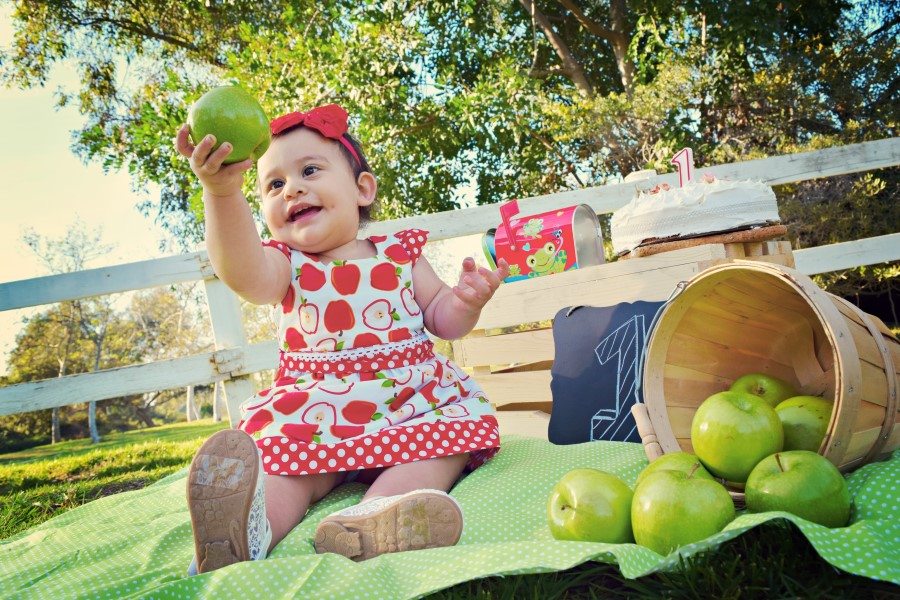 apple first birthday shoot