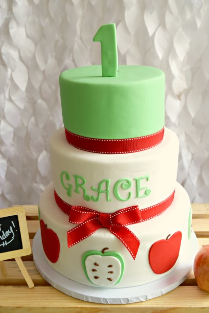 apple themed cake