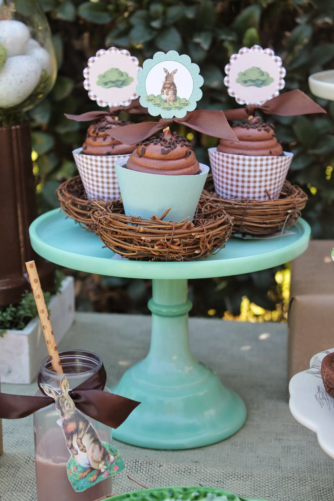 vintage easter party cupcakes