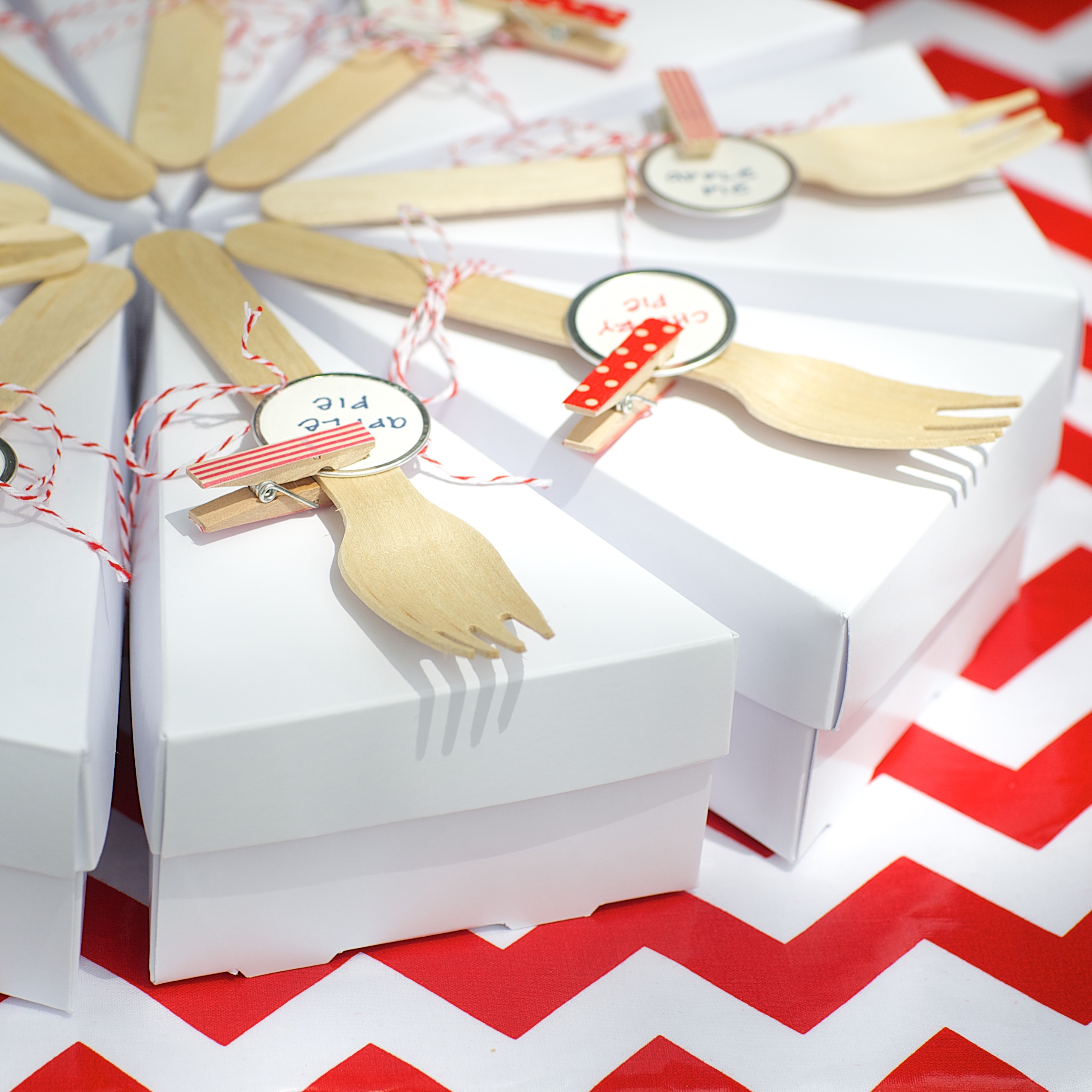 Entertaining Shoppe 4th of July Party Pie Box with Forks