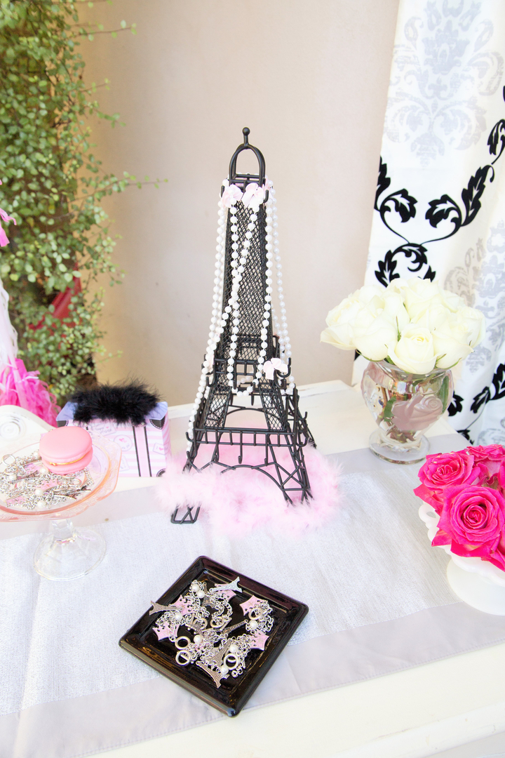 Parisian Cafe Party boutique details
