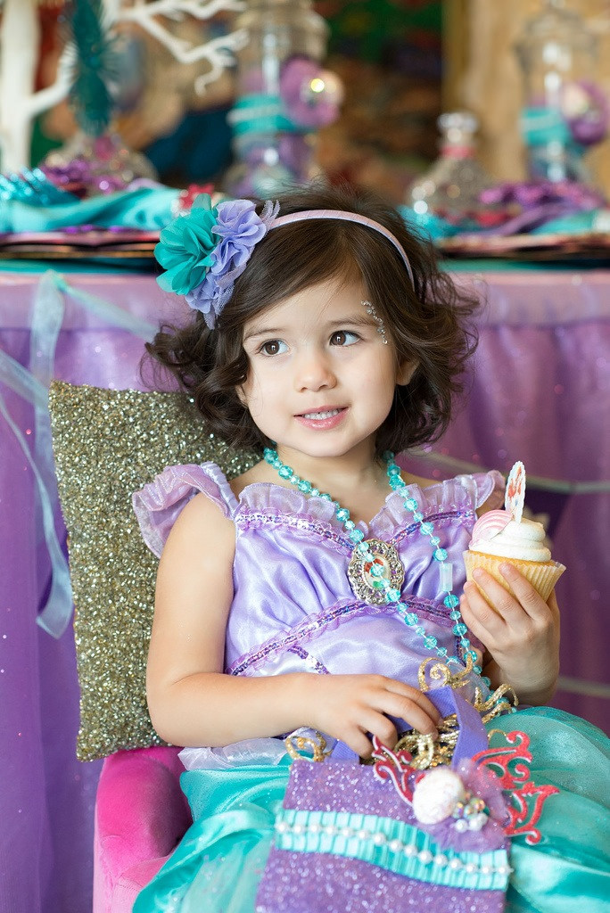 The Little Mermaid Party model with cupcake