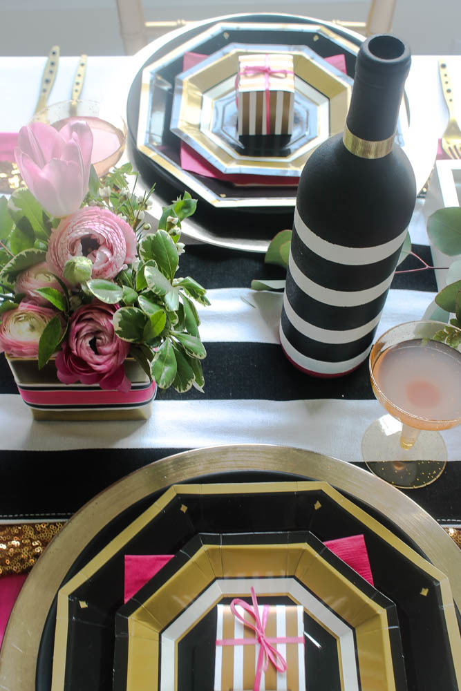 Hot-Pink-Black-White-Wedding-Tablescape-59822 (1)