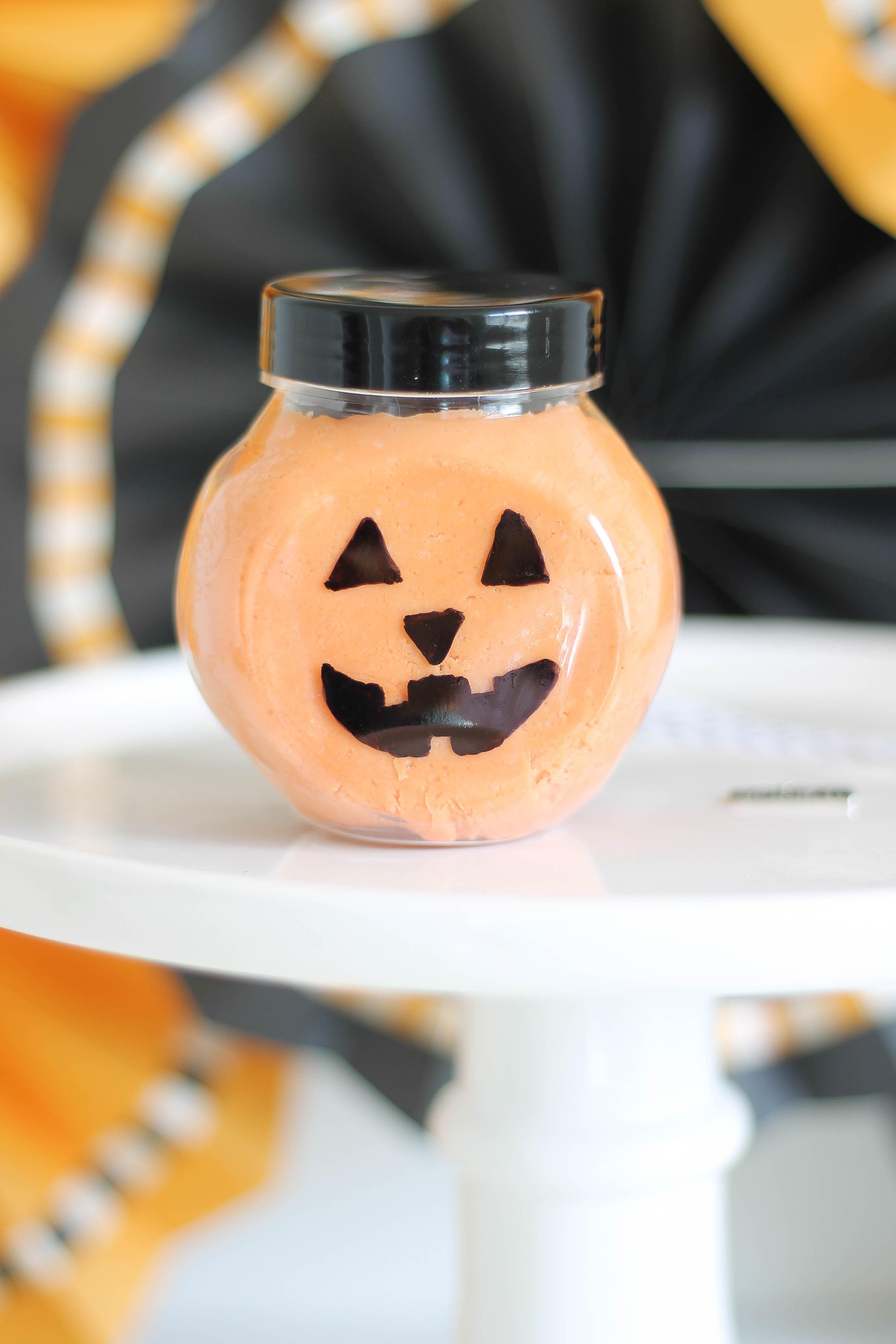 halloween-play-dough-jack-o-lantern