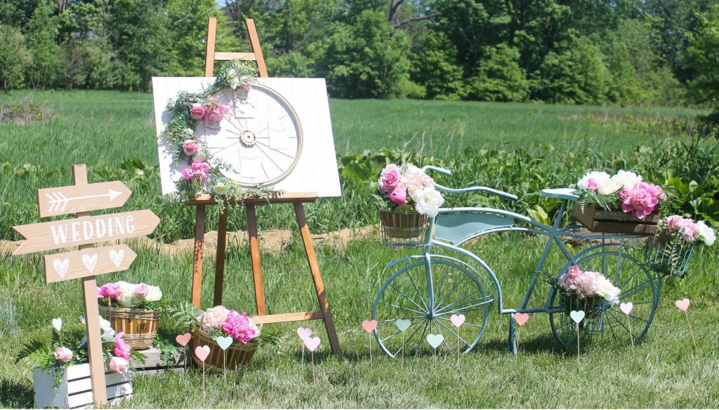 Romantic-Bicycle-Inspired-Wedding-Backdrop-Vignette