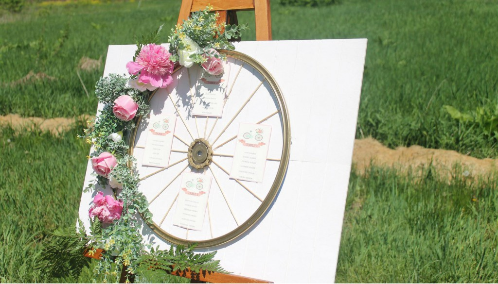 Romantic-Bicycle-Inspired-Wedding-DIY Bicycle-Wheel-Seating-Chart-Details